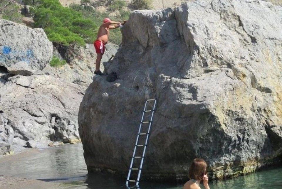 Евпаторийский турист прославился на весь Крым попыткой дать скале свое имя