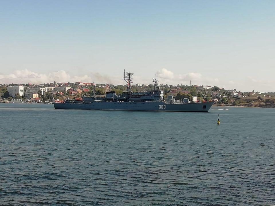 Учебный корабль «Смольный» возвращается в Севастополь из Средиземного моря