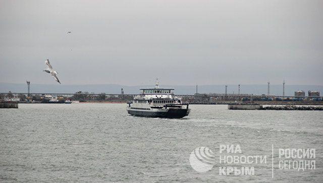 """Керченская паромная переправа и порт """"Крым"""" прекратили работу"""