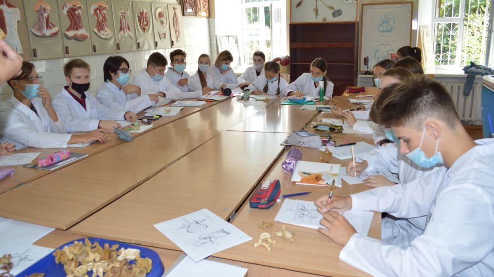 В Крыму стартовал проект по реализации предпрофессионального образования «Научные субботы»