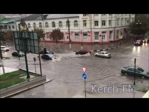 Центр Керчи подтопило после сильного дождя