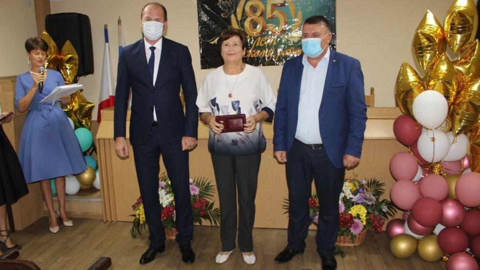 Владислав Хаджиев и Михаил Слободяник наградили юбилейными медалями «85 лет Сакскому району» заслуженных тружеников Сакского района