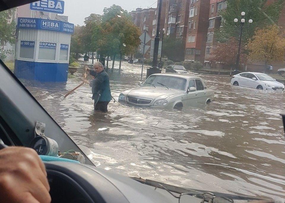 «Никогда такого не было, и вот опять»: ночной ливень затопил центр Керчи