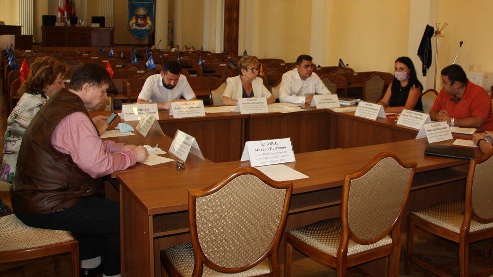 На заседании общественного совета обсудили ход выполнения федеральных целевых программ в регионе