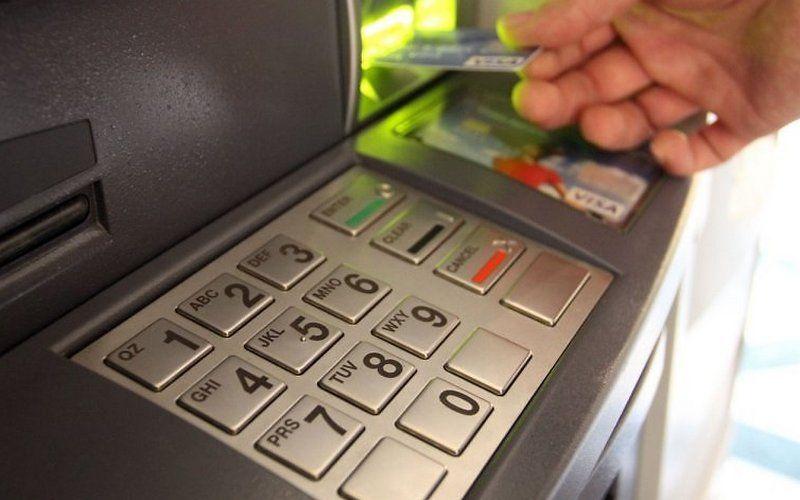 Жительница Севастополя узнала о пропаже банковской карты из смс