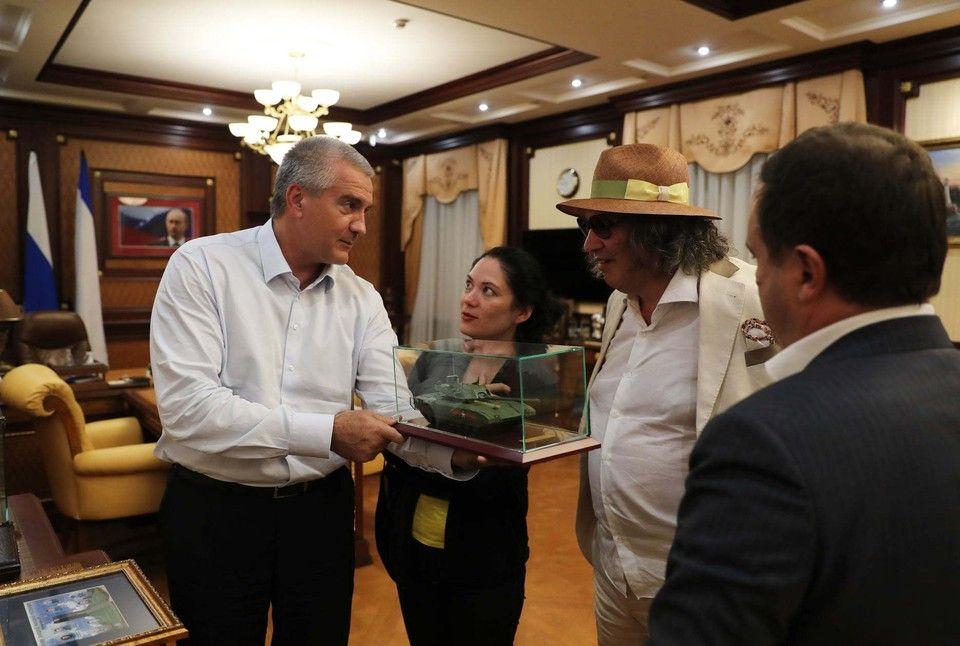Аксенов встретил в Крыму итальянского кутюрье Биаджини