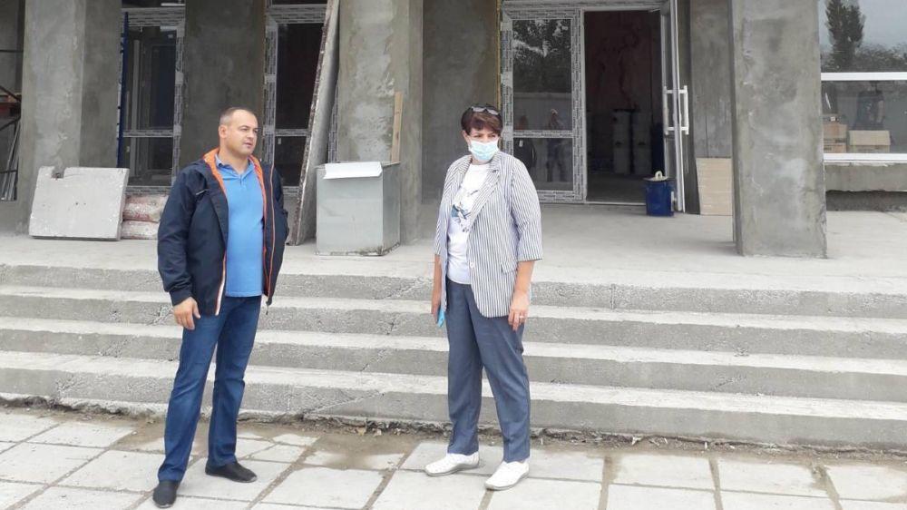 Глава администрации Кировского района Е.М. Янчукова осмотрела ход выполнения работ по ремонту Синицынского Дома Культуры