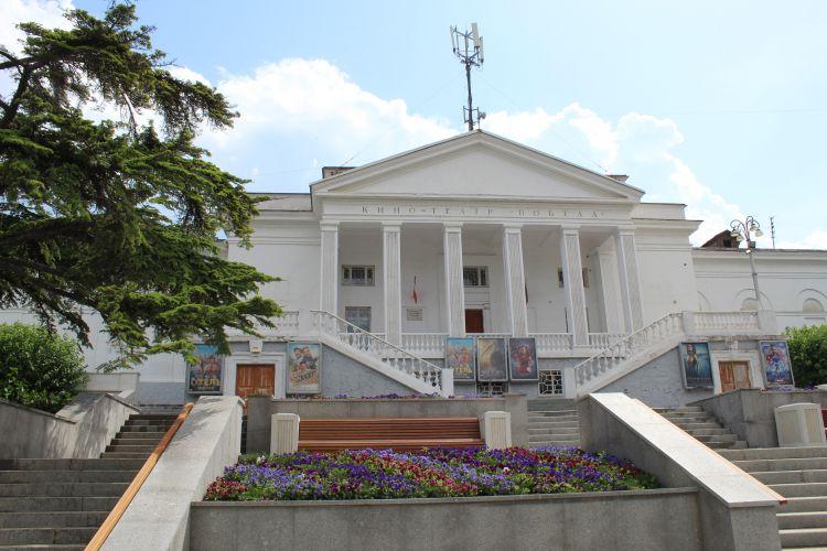 В кинотеатрах и театрах Севастополя число мест для зрителей сократят вдвое