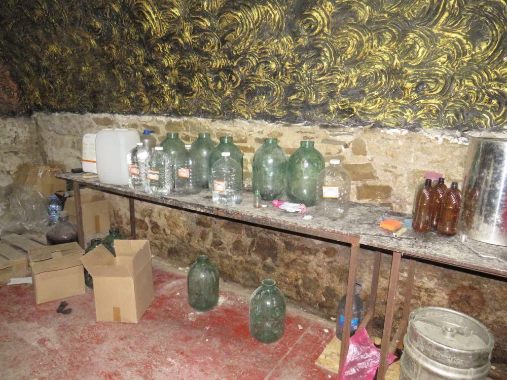 Смертельно опасный алкоголь продавали туристам в Судаке
