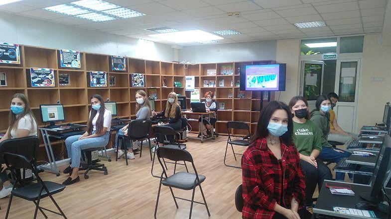 В Центральной библиотеке Крыма состоялся информационный час, посвященный Дню интернета