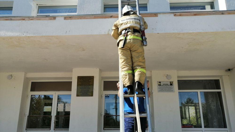 Огнеборцы ГКУ РК «Пожарная охрана Республики Крым» провели пожарно-тактическое занятие на базе учебного учреждения