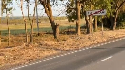 Территория въезда в город Бахчисарай полностью очищена от зарослей и кустарников