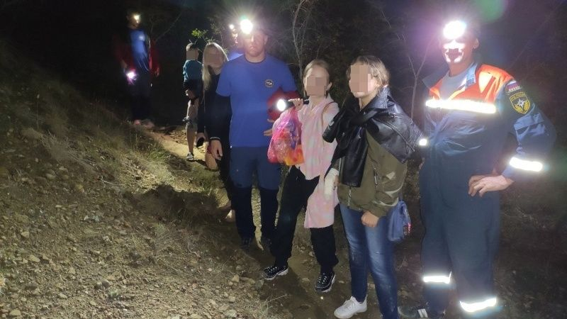 Сотрудники Судакского аварийно-спасательного отряда «КРЫМ-СПАС» оказали помощь заблудившимся туристам в районе тропы Голицына