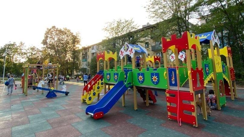 """Открыта новая детская площадка на ул. Фрунзе в сквере """"Я люблю Бахчисарай"""""""