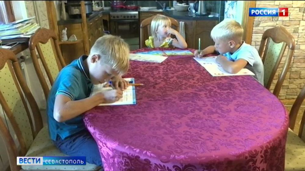 Сколько школьников Севастополя учатся дома