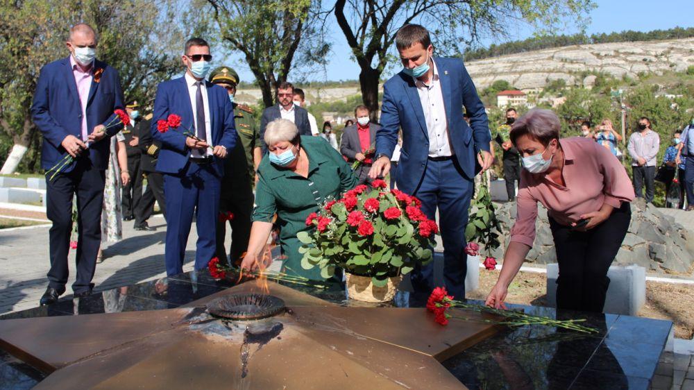 Руководители района и города приняли участие в торжественном открытии Вахты памяти поколений - «ПОСТ № 1» у мемориала Великой Отечественной войны 1941-1945 годов в городе Бахчисарай