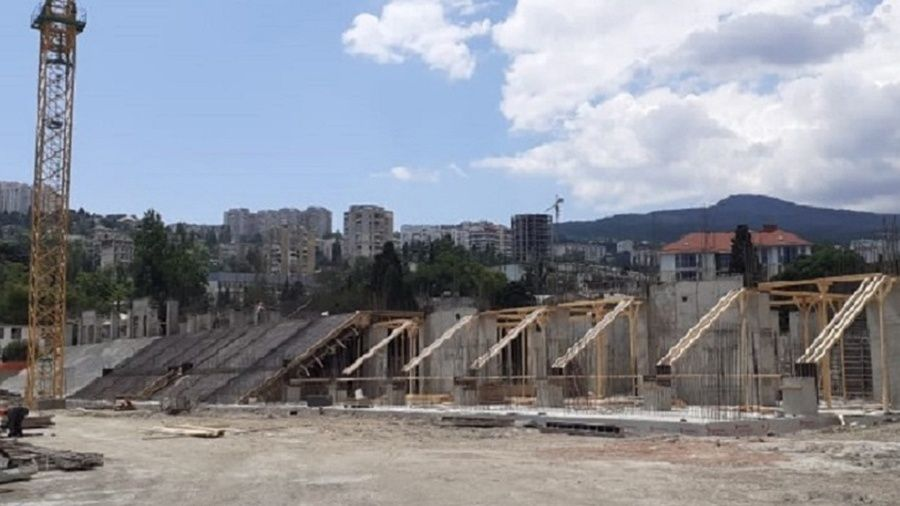 """Успеют ли в Ялте до сентября следующего года завершить реконструкцию стадиона """"Авангард""""?"""