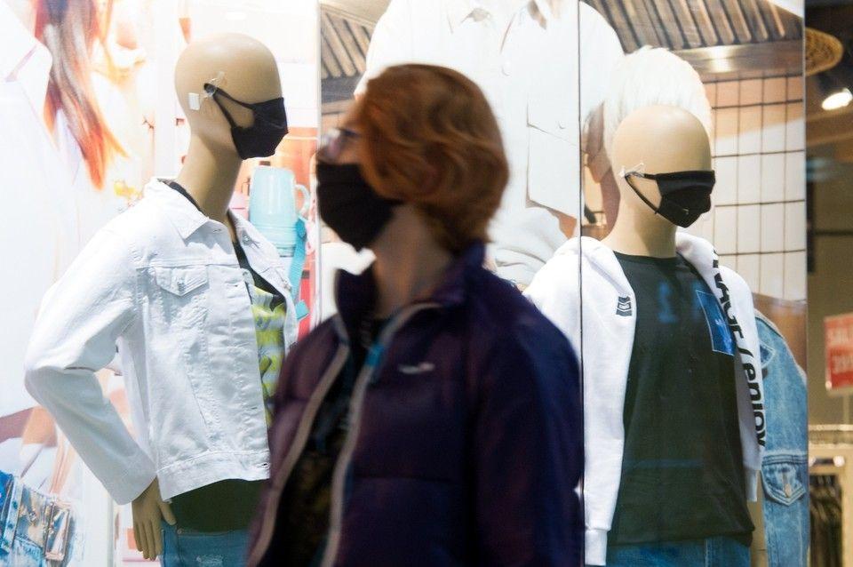 Крымские власти запретили магазинам обслуживать покупателей без масок