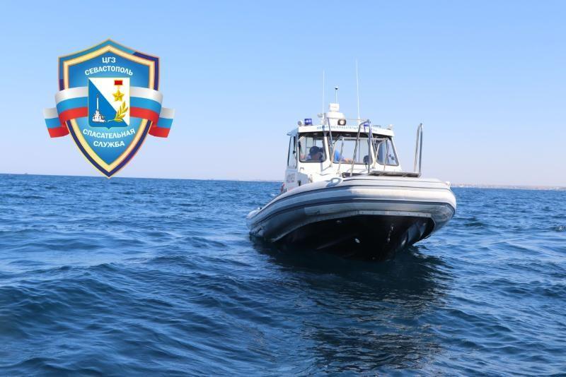 Севастопольские спасатели эвакуировали пассажиров затонувшего судна