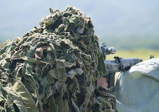 В горах Крыма снайперы ЧФ тренировались в маскировке и скрытном перемещении