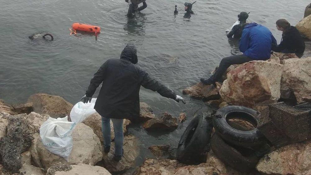 В Севастополе прошел субботник «Чистый берег. Чистое море»