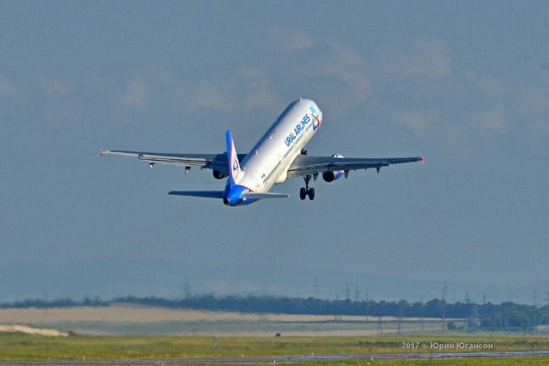 Летевший в Симферополь самолет вернулся в Челябинск из-за неисправности