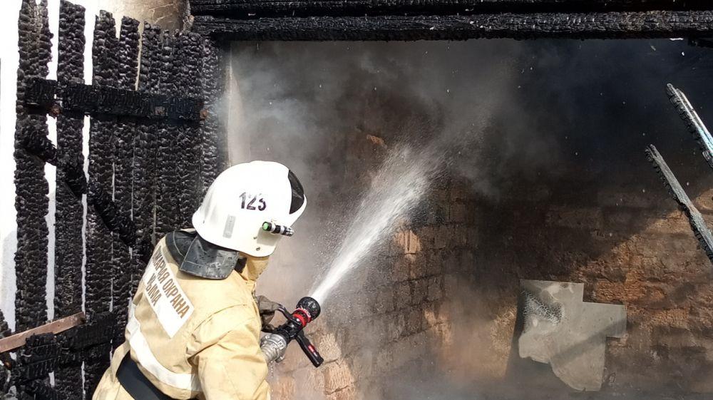 Крымские огнеборцы ликвидировали возгорание хозпостройки в Раздольненском районе