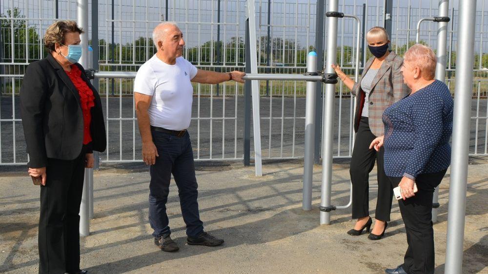 Елена Крестьянинова, Зоя Карлюга и Валерий Хаситошвили проинспектировали строительные объекты Первомайского района