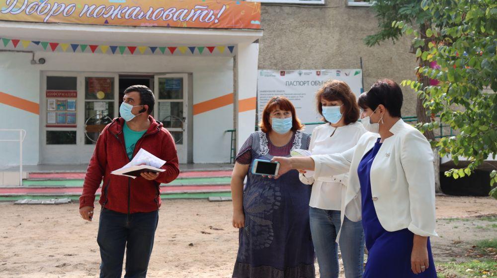 Глава администрации Кировского района Е.М. Янчукова провела рабочую встречу с представителями подрядной организации