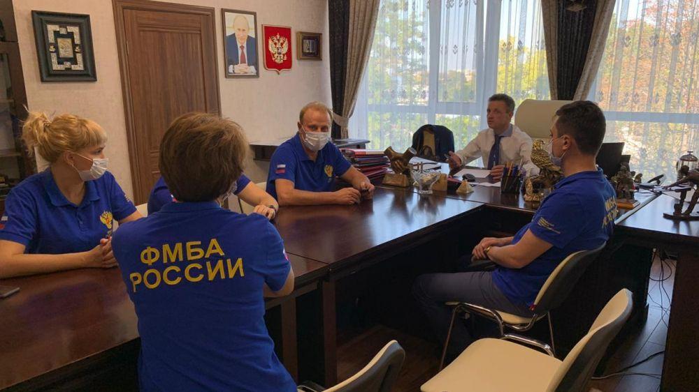 Специалисты ФМБА России продолжат работу в инфекционных госпиталях Крыма
