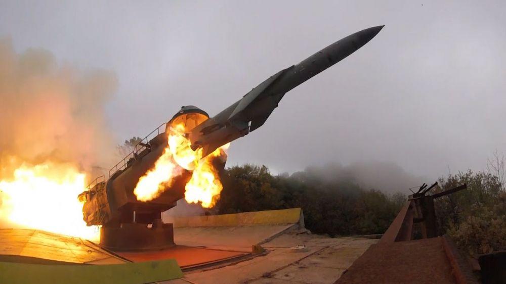 Фрегат «Адмирал Григорович» и береговой комплекс «Утёс» провели совместные стрельбы