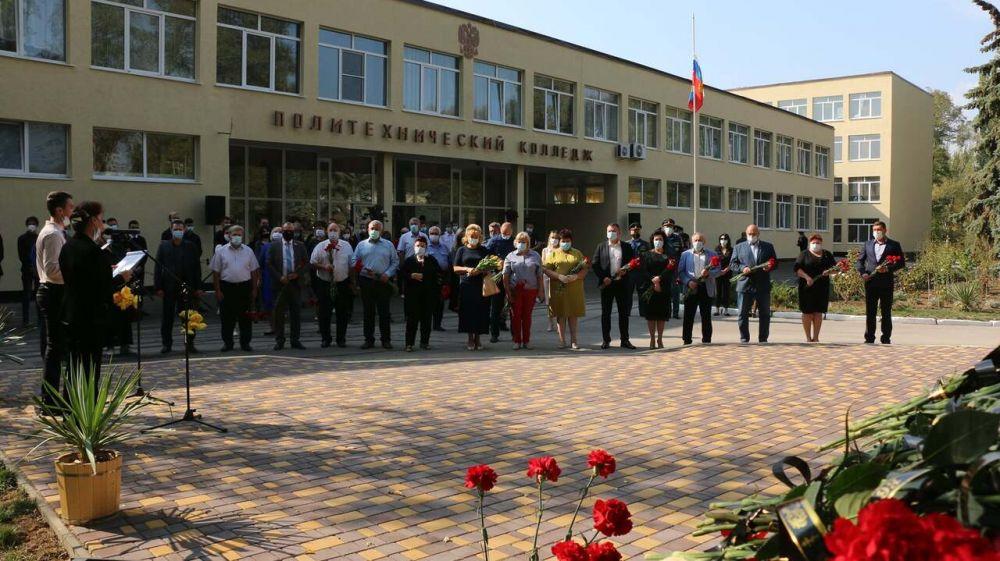 В Керчи почтили память погибших в политехническом колледже