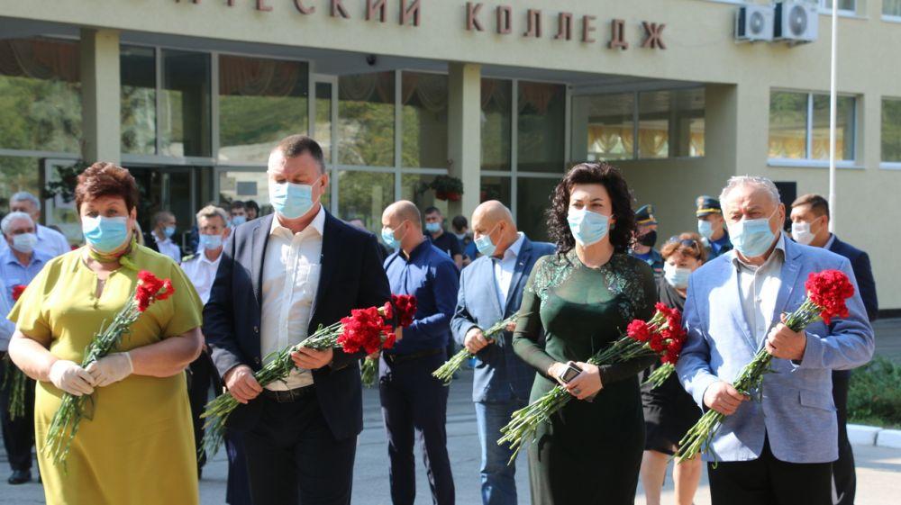 Арина Новосельская в Керчи приняла участие в митинге-реквиеме «Помним и скорбим!»
