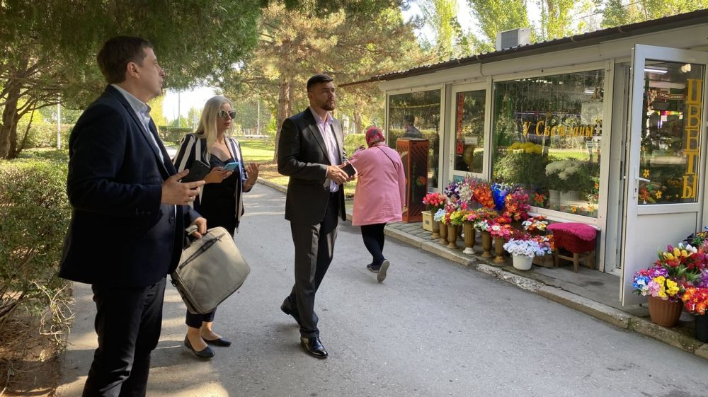 Александр Трянов провел осмотр размещения НТО в Керчи, Красноперекопске и Армянске