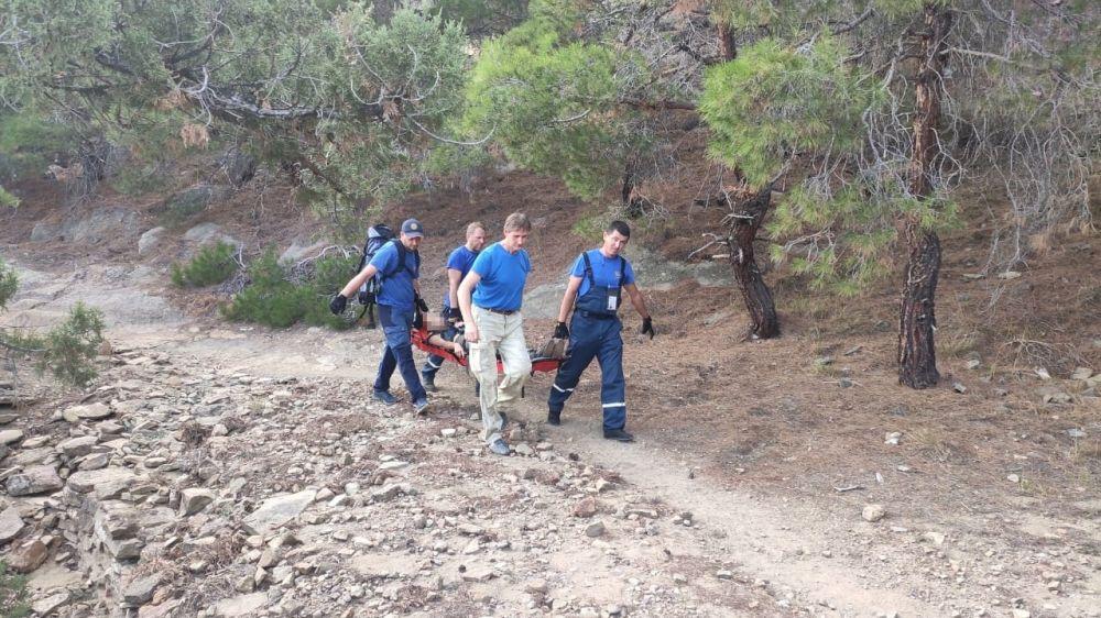 Спасатели эвакуировали пострадавшую туристку с горы Сокол