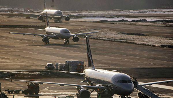 В Шереметьево самолет столкнулся с авто после посадки