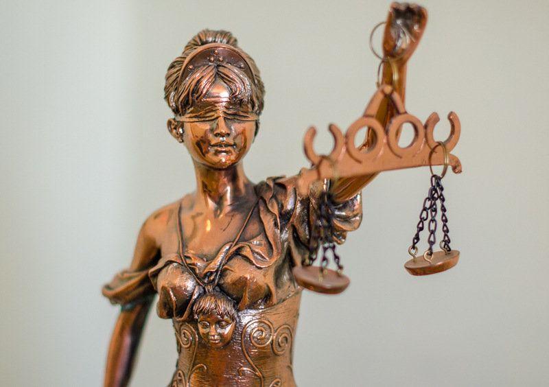«Сладкая парочка»: в Крыму осудили бывших директора и главбуха муниципального предприятия
