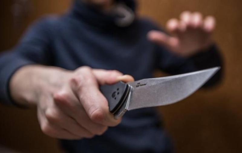 В Крыму вооруженный грабитель напал на сотрудников салона связи