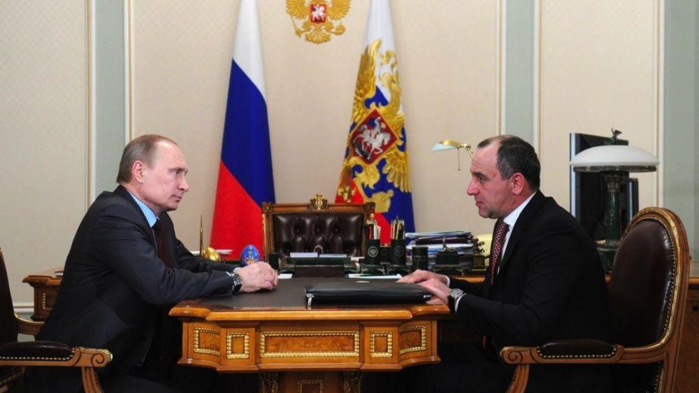 Прямая трансляция: Путин и Хуснуллин обсуждают ситуацию с водоснабжением Крыма