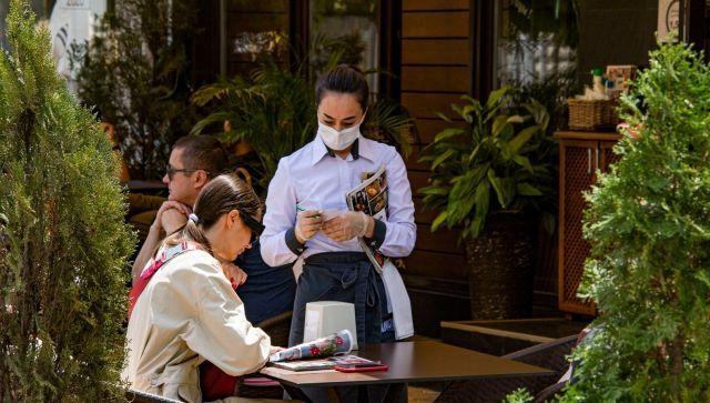 Аксенов разрешил посещать кафе и рестораны без масок