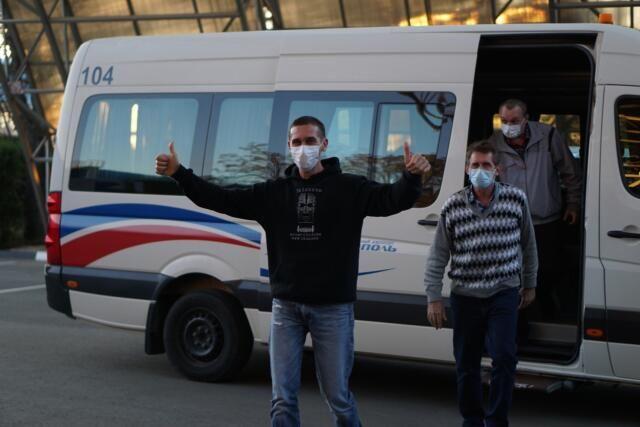 Освобожденные из плена крымские моряки вернулись домой