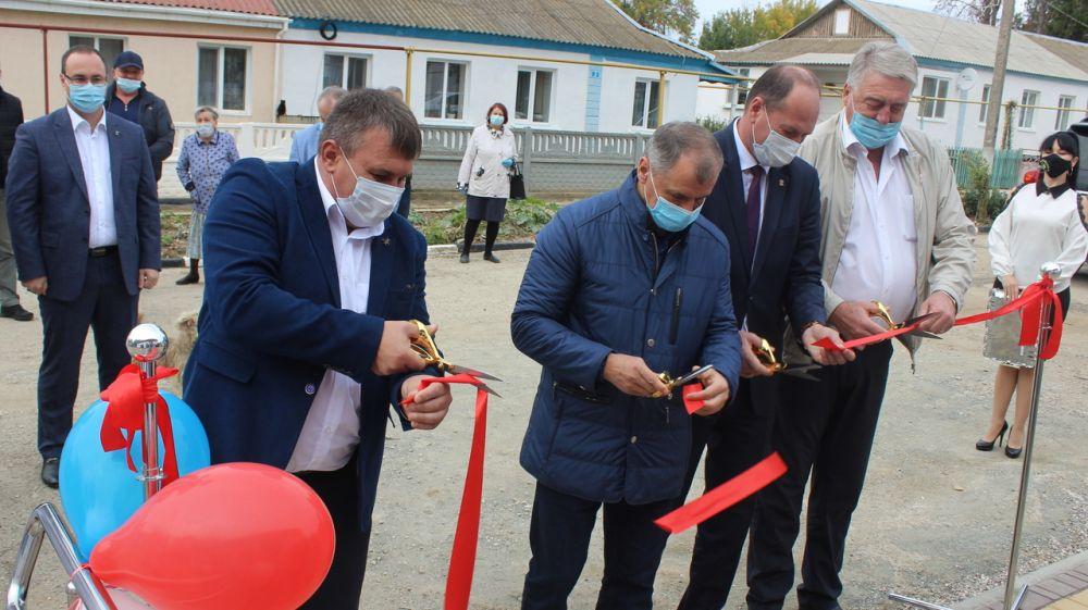 Председатель ГС РК Владимир Константинов вместе с руководителями Сакского района открыли Фрунзенскую амбулаторию семейной медицины после кап. ремонта