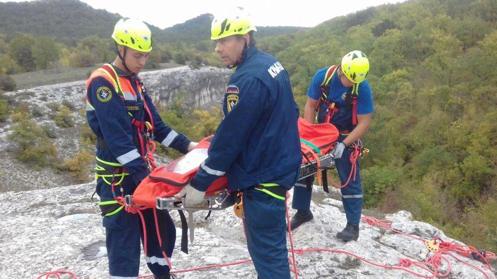Специалисты «КРЫМ-СПАС» продолжают проводить занятия по ориентированию на местности и горной подготовке