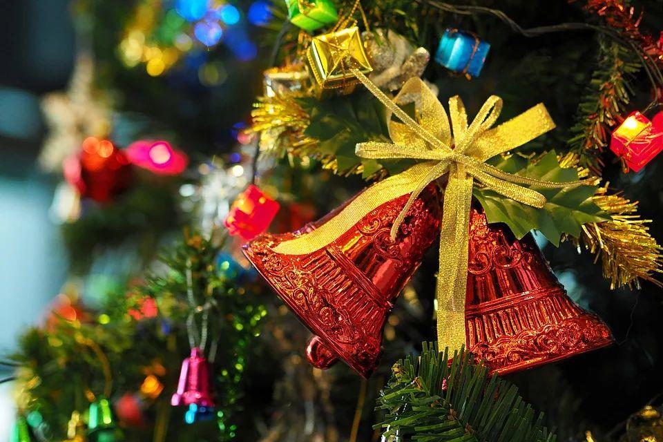 Больше половины россиян планируют сэкономить на новогодних праздниках