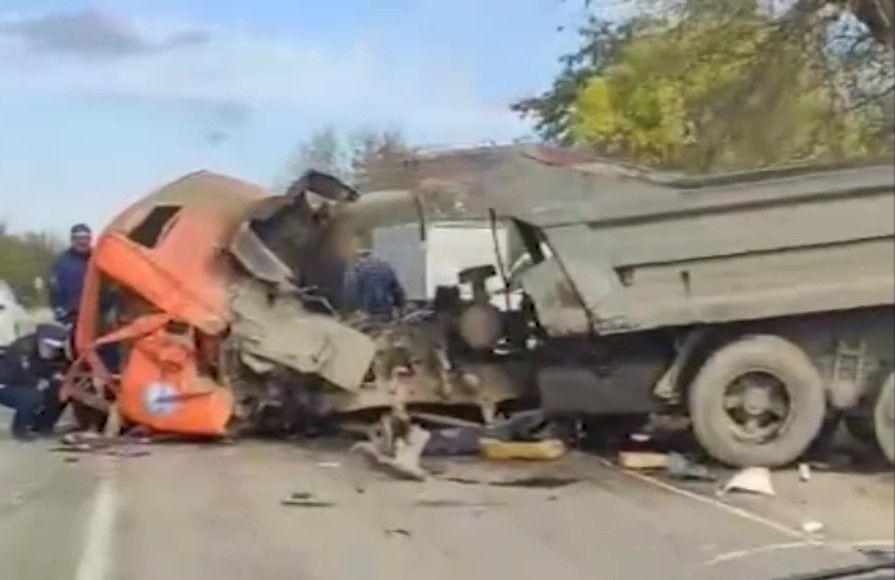 В Красногвардейском районе Крыма столкнулись два большегруза