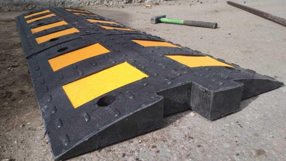 """В Керчи установят более 100 дорожных знаков и около 40 """"лежачих полицейских"""""""