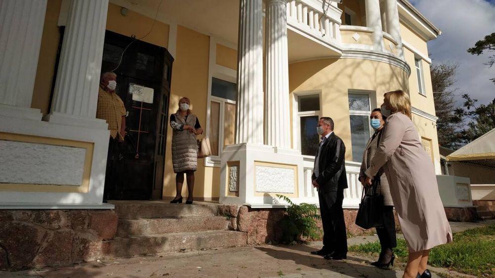 Состоялся рабочий визит руководства Минюста Крыма в Евпаторийский судебный район