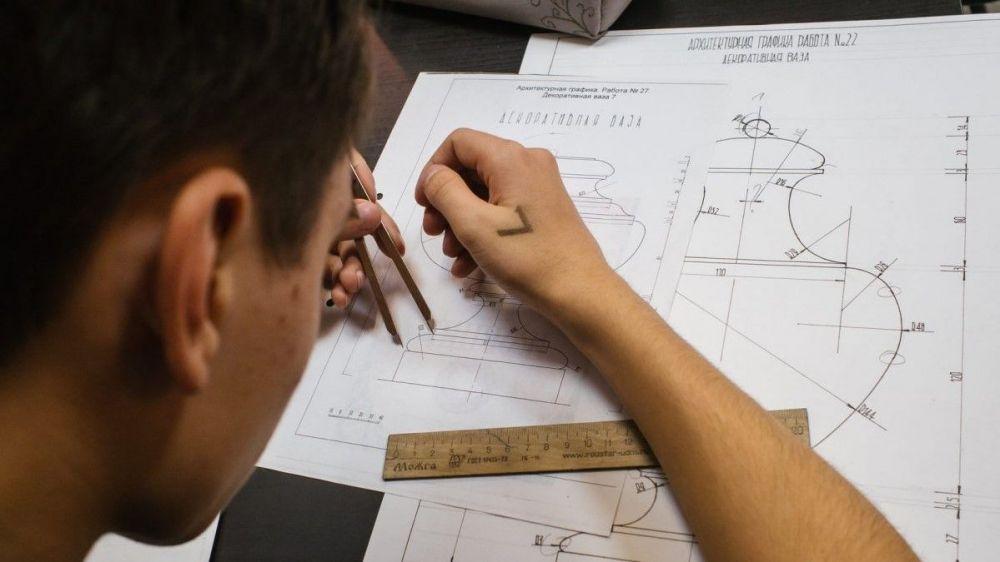 В Севастополе не хватает школьных преподавателей по черчению