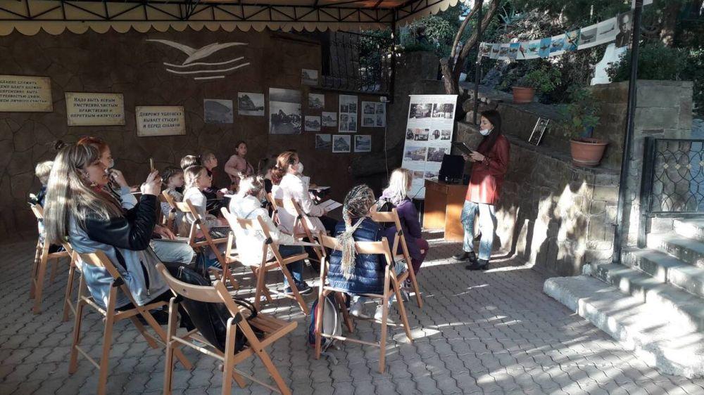 На открытой площадке музея в Гурзуфе проведены лекции о подвигах крымского героя Амет-Хана Султана