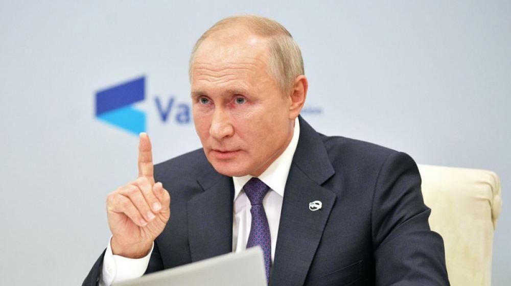 Путин назвал бредом и собачьей чушью санкции против крымчан
